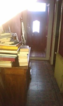 Clos des Boulevards : junk you have to get past to get to yor room