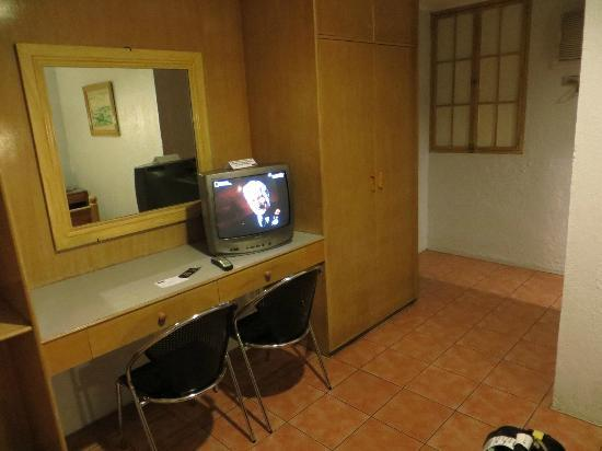 Nichols Airport Hotel: The TV and the security risk window