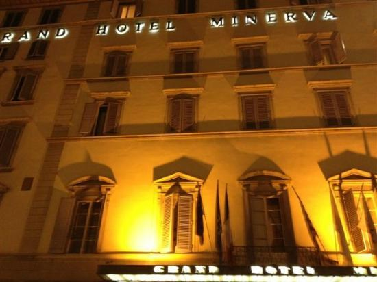 Grand Hotel Minerva: Night view front of hotel