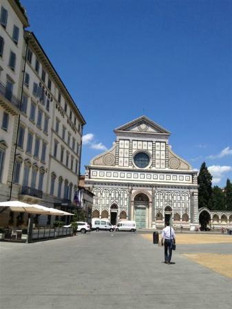 Grand Hotel Minerva: Street view.