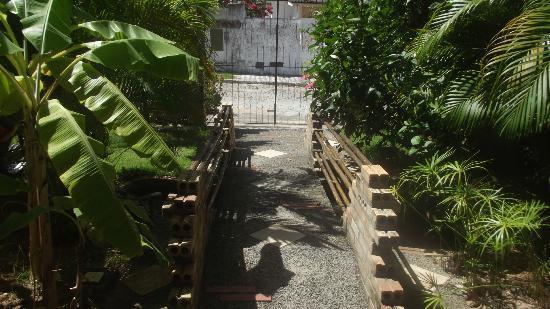 Pousada Jardim das Flores: entrada da pousada