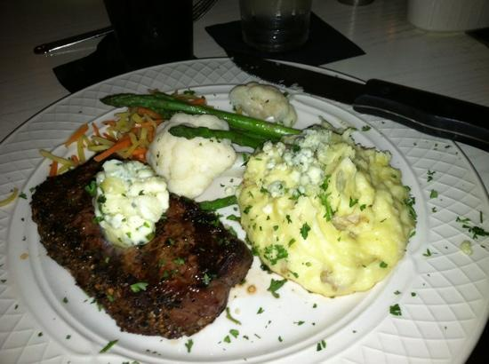 J Morgan's Steakhouse: yum steak
