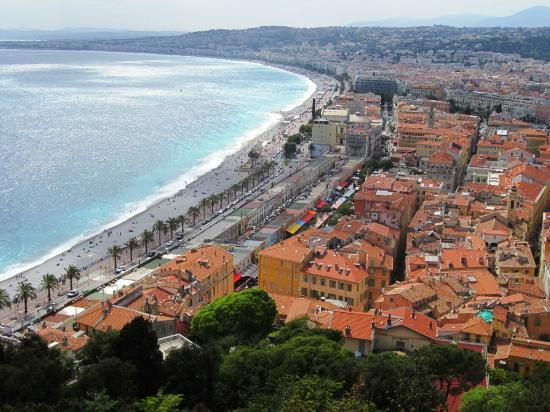 Trains touristiques de Nice : View from Castle Hill overlooking Nice toward Promenade des Anglais