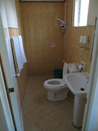 Tipolo Beach Resort: Bathroom