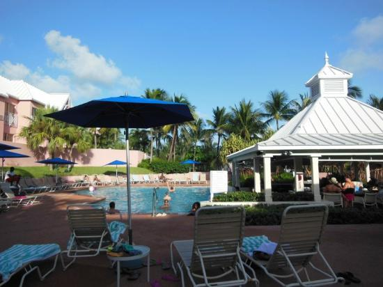 Comfort Suites Paradise Island: Nice Pool area and very relaxing