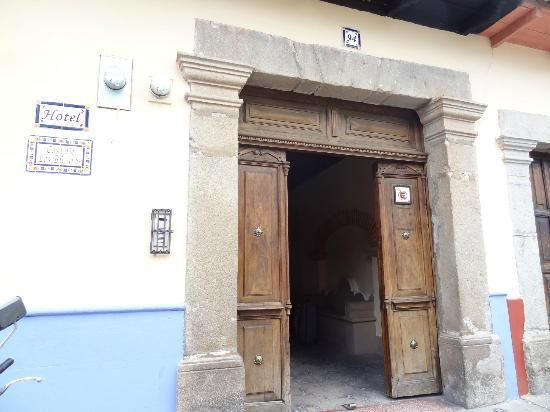 Posada Los Bucaros: Front door of hotel