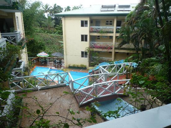Suva Motor Inn : Looking down waterslide to pool