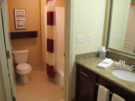 Residence Inn Duluth: One Bedroom Suite - bathroom