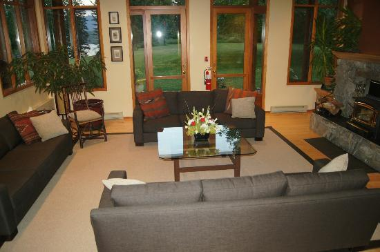 Mountain Trek Fitness Retreat & Health Spa: Living Room at lodge