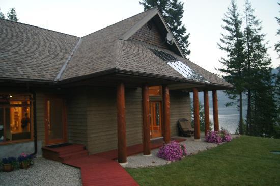Mountain Trek Fitness Retreat & Health Spa: Lodge where yoga studio is located