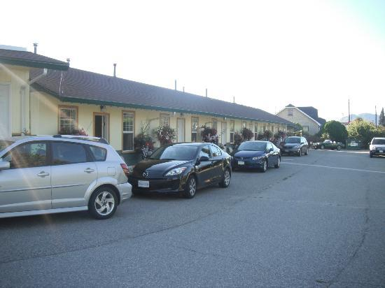 Boundary Motel: Exterior of motel