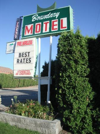 Boundary Motel: sign