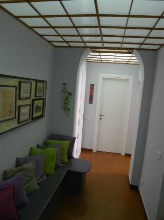 لا كاسا دي آمي بد آند بركفاست: The small lounge area of the floor