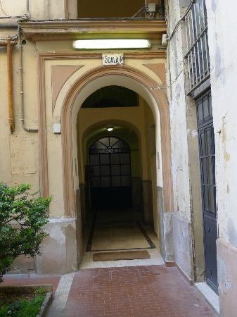 لا كاسا دي آمي بد آند بركفاست: The gate going to room