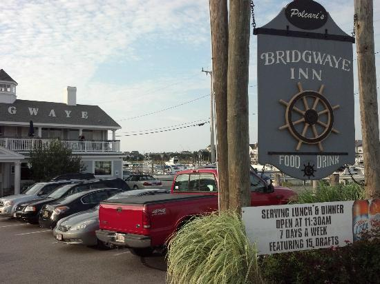 Polcari's Bridgewaye Inn: Bridgewaye sign and front