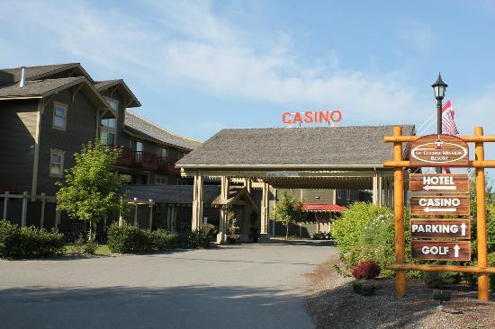St. Eugene Golf Resort & Casino: Casino and 2nd Hotel Entrance