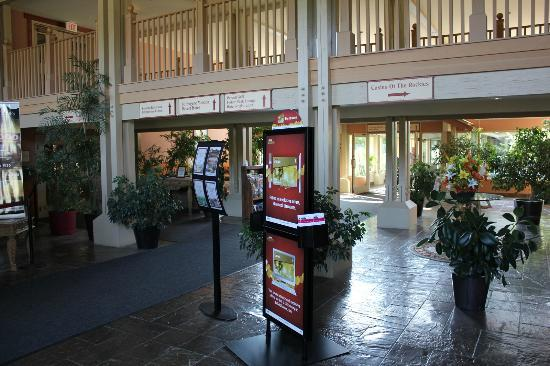 St. Eugene Golf Resort & Casino: Lobby of the Casino / Hotel entrance