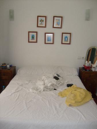 Hostal Guernika: Vue de la chambre