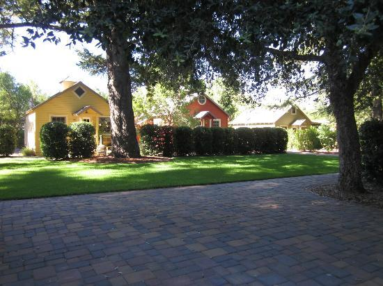 The Cottages of Napa Valley: View of cottages & greenspace
