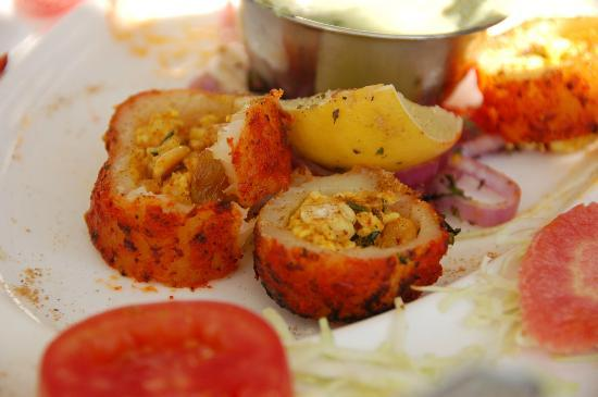 Jagat Niwas Palace Hotel: Delicious dum aloo (potatoes stuffed with paneer and dried fruit and cooked in the tandoori oven