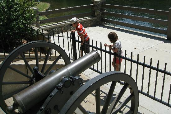 Irvine Regional Park: Civil war cannon