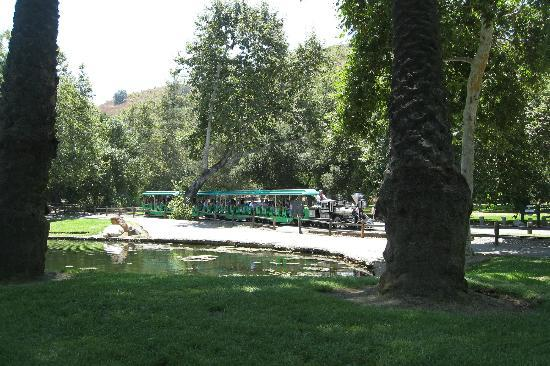 Irvine Regional Park: Train by the lake