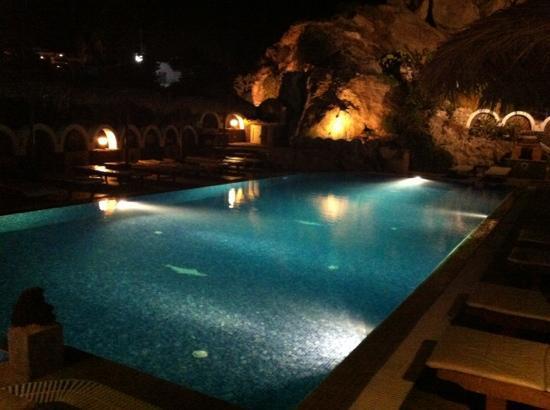 Black Sand Hotel Apartments : piscina
