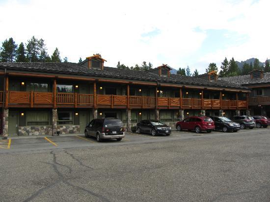 Mountaineer Lodge: Older Section