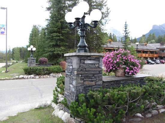 Mountaineer Lodge: Entrance