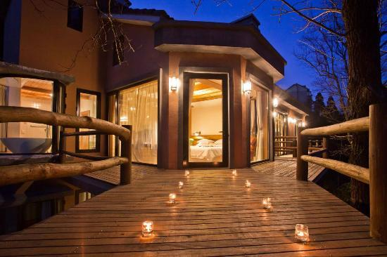 The Mystic Mogan Hotel: The Mystic Balcony at Night
