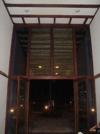 Royal Decameron Punta Centinela: Una de las entradas al edificio de habitaciones