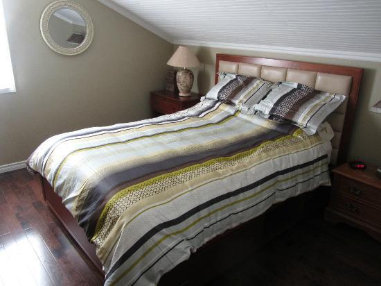 Powder Pillow Bed & Breakfast: Bedroom
