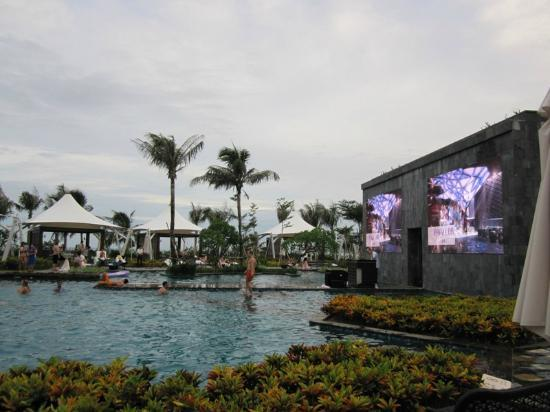 MGM Grand Sanya: Pool party