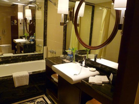 Central Hotel Shanghai: Bagno in marmo.. 10 e lode