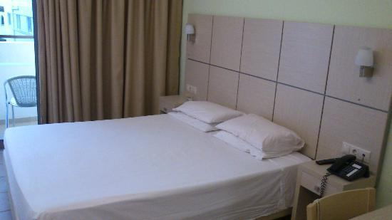 Imperial Hotel: bed in the room