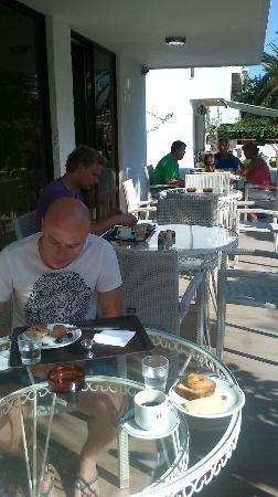 Imperial Hotel: breakfast on balcony