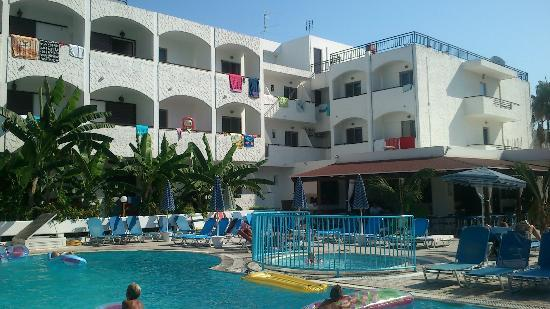Imperial Hotel: hotel and pool area