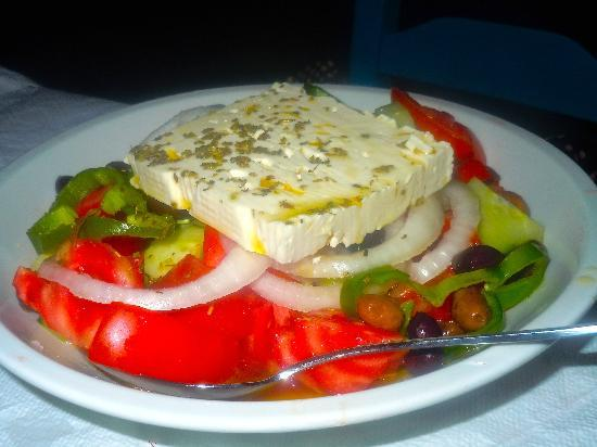 Kalliotzina Restaurant: greek salad