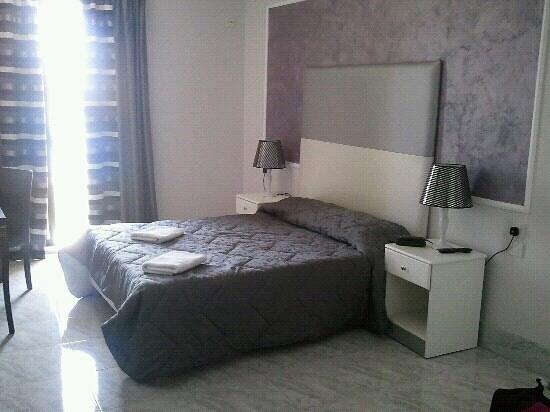 Sliema Marina Hotel: sea view room