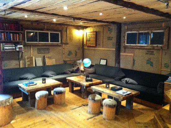 Basecamp Hotel: The reception area