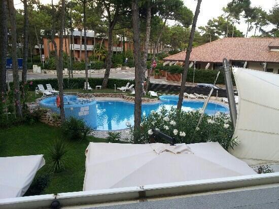 Hotel Mediterraneo: Pool vom Zimmer aus gesehen