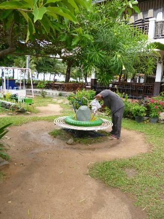 Jomtien Garden Hotel & Resort: Repairing play ground