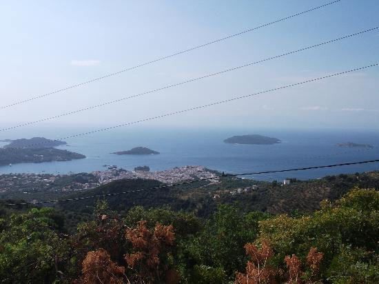 Marialena Village Apartments: view of skiathos town from hills