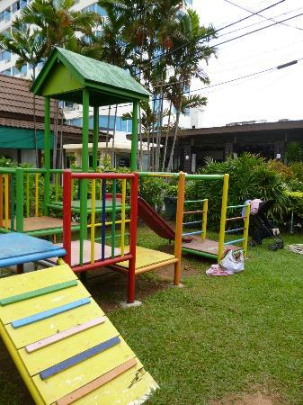 Jomtien Garden Hotel & Resort: Play area from distance