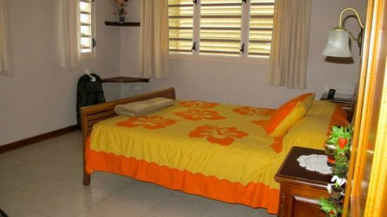 Aito Apartments Muri: Bedroom - sunny, colourful, tasteful.