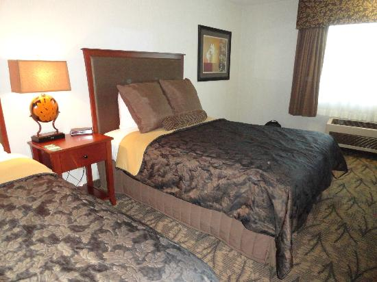 Shilo Inn Suites - Newberg: queen bed