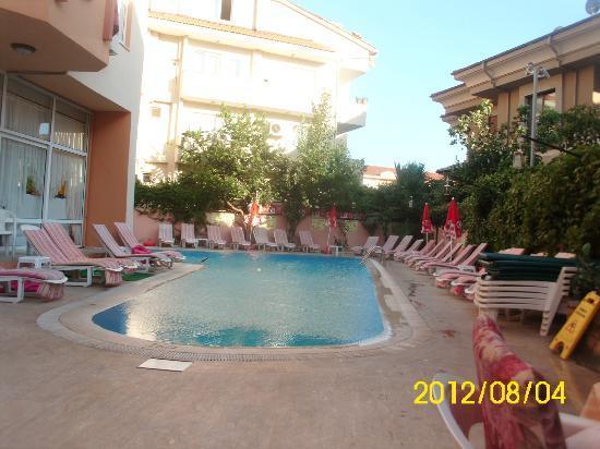 Club Aladdin Apartments: Pool area