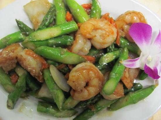 shrimp w/asparagus garlic sauce - Picture of Royal Jade Garden ...
