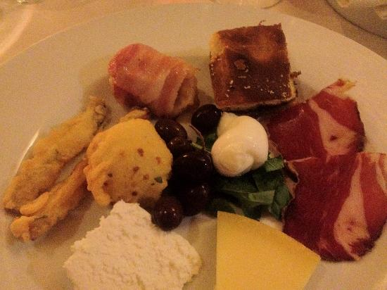 Trattoria La Tana : Plate of typical products