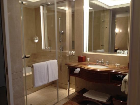 The Okura Prestige Taipei: バスルーム